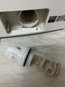 Flusensieb entnommen aus der Waschmaschine